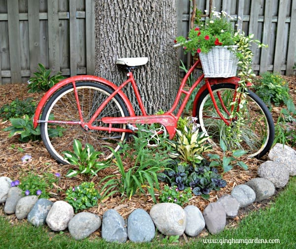 Junk Garden Ideas 2018 Edition: Upcycled Vintage Garden Decor