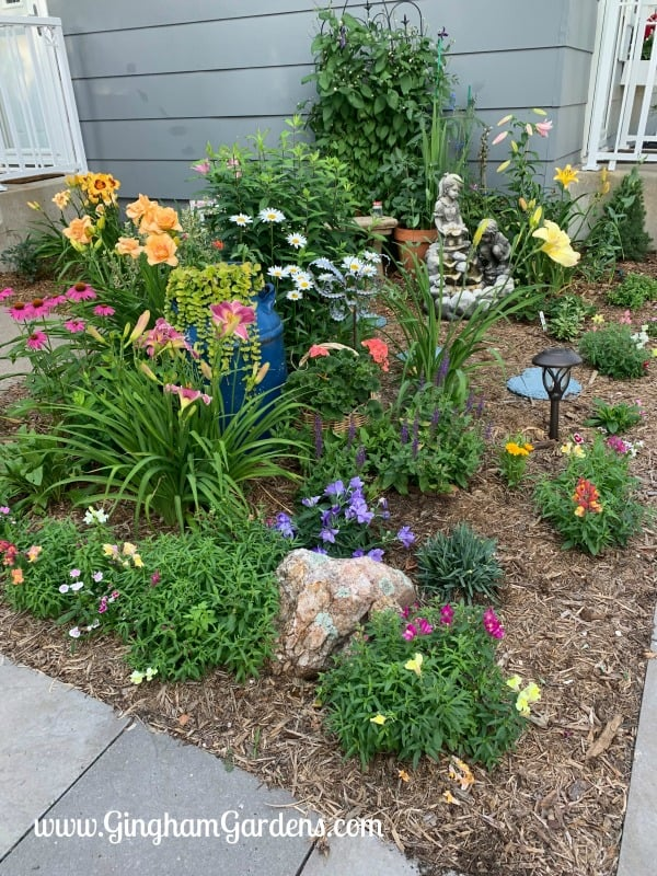 Flower Garden Ideas For Small Spaces - Gingham Gardens on Flower Bed Ideas Backyard id=35050