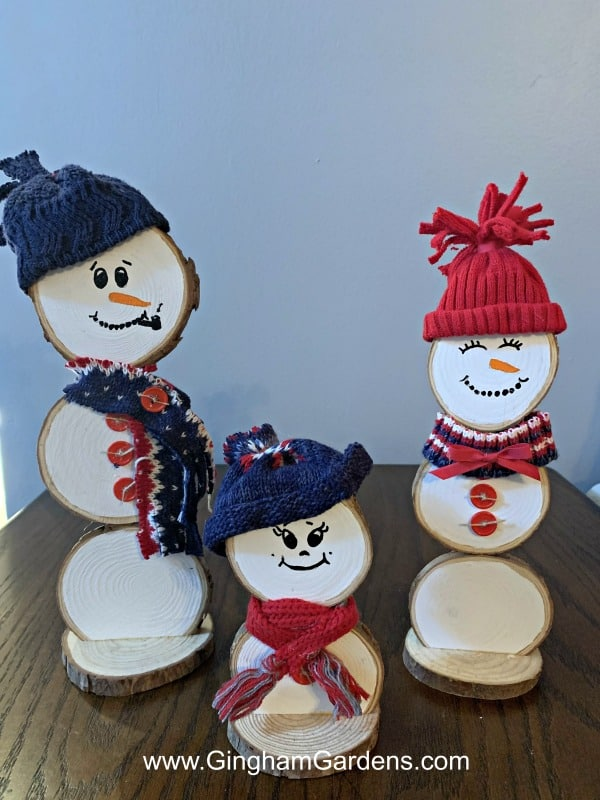 Festive DIY Projects Made With Tree Branches & Logs - Wood Slice Snowman Family