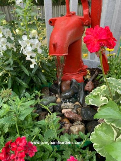 Fonte e plantador de bomba d'água vintage - depois